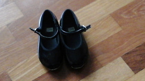 Girls black patent leather tap shoes - Size 12N