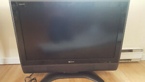 MINT CONDITION BUNDLE XBOX 360 AND SHARP AQUOS 40 INCH LCD TV