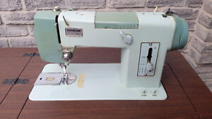 VINTAGE CHARGER 1661 BROTHER SEWING MACHINE