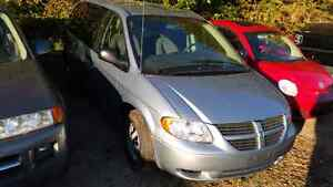 06 dodge caravan only 113km safety and e-test included London Ontario image 1
