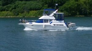 Excellent Family Boat - sleeps 6 and low engine hours