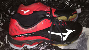 Mizuno wave volleyball shoes (women's)