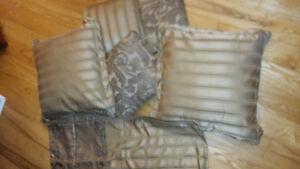 Curtains/Throw pillows