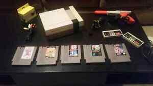 NES Nintendo Bundle 5 games 2 controllers 1 gun snes n64