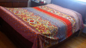 Queen size duvet cover and shams
