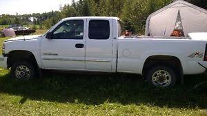 2005 GMC Sierra 2500 Pickup Truck