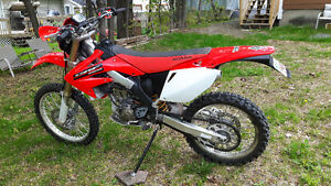 2006 CRF 250 R DIRT BIKE