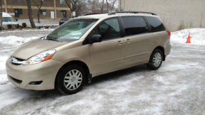 2006 Toyota Sienna CE 8 seater, LOW KMs