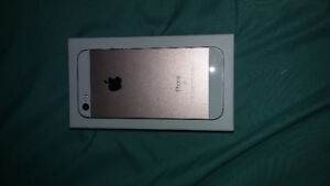 UNLOCKED Rose Gold IPhone SE 16 GB, Great condition. OBO