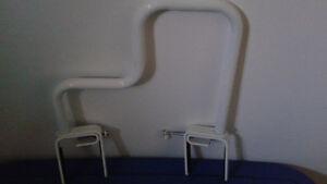 Barre d'appui pour le bain