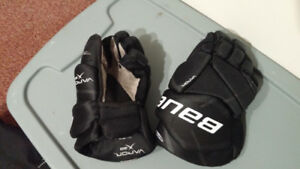 "Bauer Vapor X20 / 11""  youth Hockey Gloves"