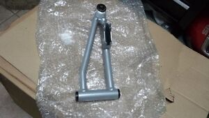 Front upper RH Arm pour Artic Cat (2005-2010) Valeur + 140$