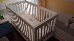 3-in-1 convertible crib + mattress [Both, excellent conditions]