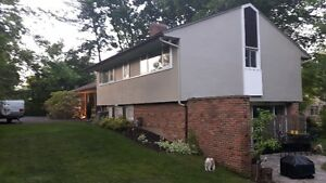 Architect Home - 1/2 acre lot - walk to downtown Fonthill