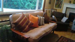 Moving Sale: Selling Beds, Tables, Desks, Chairs, Decor...