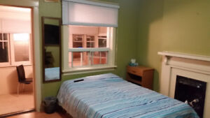 BIG AND BRIGHT BEDROOM FOR RENT MAY 1st. $850 PREFERABLE FEMALES