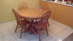 Table + 4 chaises + rallonge