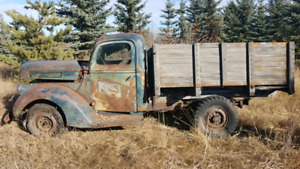 1940/1941 Ford 3/4 ton Truck with hoist box