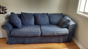 Sturdy couch with pull-out bed
