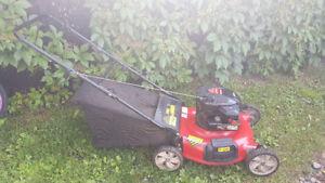 Tondeuse Yard Machines 6 hp / 21 po (déchiqueteuse + sac)