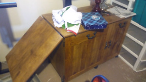Sewing table. New condition