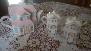 Lenox Village - Teapot, Creamer, Sugar, and spoon Cambridge Kitchener Area image 1