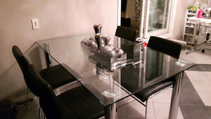 Beautiful tempered glass table with 4x black leather chairs