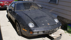 1982 Porsche 928 Coupe (2 door)