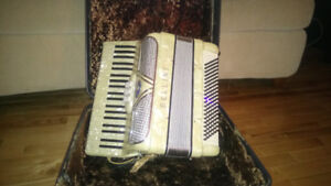 Bellini Lady Accordion with case