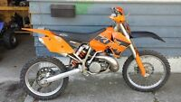 2004 Dirtbike Very Good Shape with Riding Gear