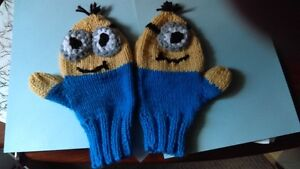 Minnion mittens, adult size small, hand knit West Island Greater Montréal image 1