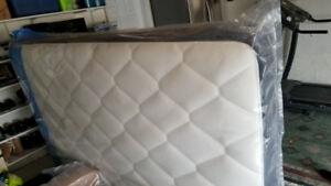 Queen spring kingsdown mattress