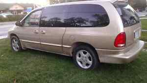 2000 Dodge Grand Caravan Minivan, Van