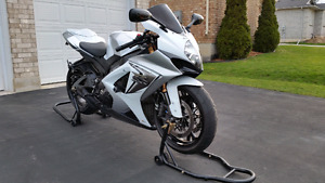 Showroom condition GSXR 1000 - must see!!