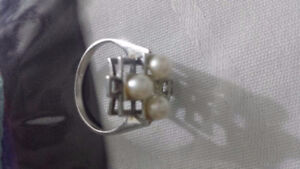 white gold with pearls ring