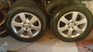 4 Mag Hyundai avec pneu d'ete Bridgestone 235 60R 18 bon etat