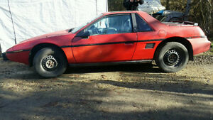 1984 Pontiac Fiero SE 2m4 Coupe (2 door)