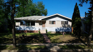Cozy Camrose 3 Bedroom Bungalow