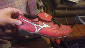 Selling mizuno red size 10 baseball cleets o ly used one season