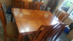 Dinning room set and comes with light