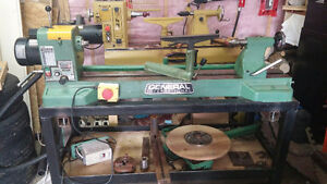 General International 25-650 wood turning lathe and accessories