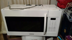 Samsung 2.1 cu. FT Over the Range Microwave 1.5 yrs old