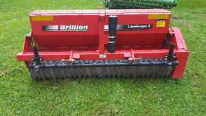 Like New - Seeder - Excellent Condition London Ontario image 1