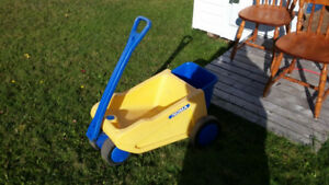 OUTDOOR WAGON...GREAT FOR THE GARDEN/YARD WORK.