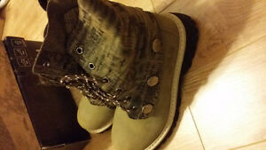 women winter boots, size 7.5