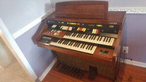 Hammond romance 126 organ with bench. Must go!!