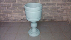 PAINTED WOODEN PLANT STAND HOLDER