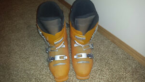 YOUTH/TEEN SKI BOOTS LIKE NEW!