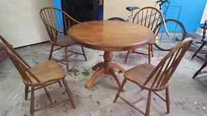 Nice extendable  table set with 4 mismatched chairs
