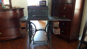 Antique Singer Sewing Machine with accessories